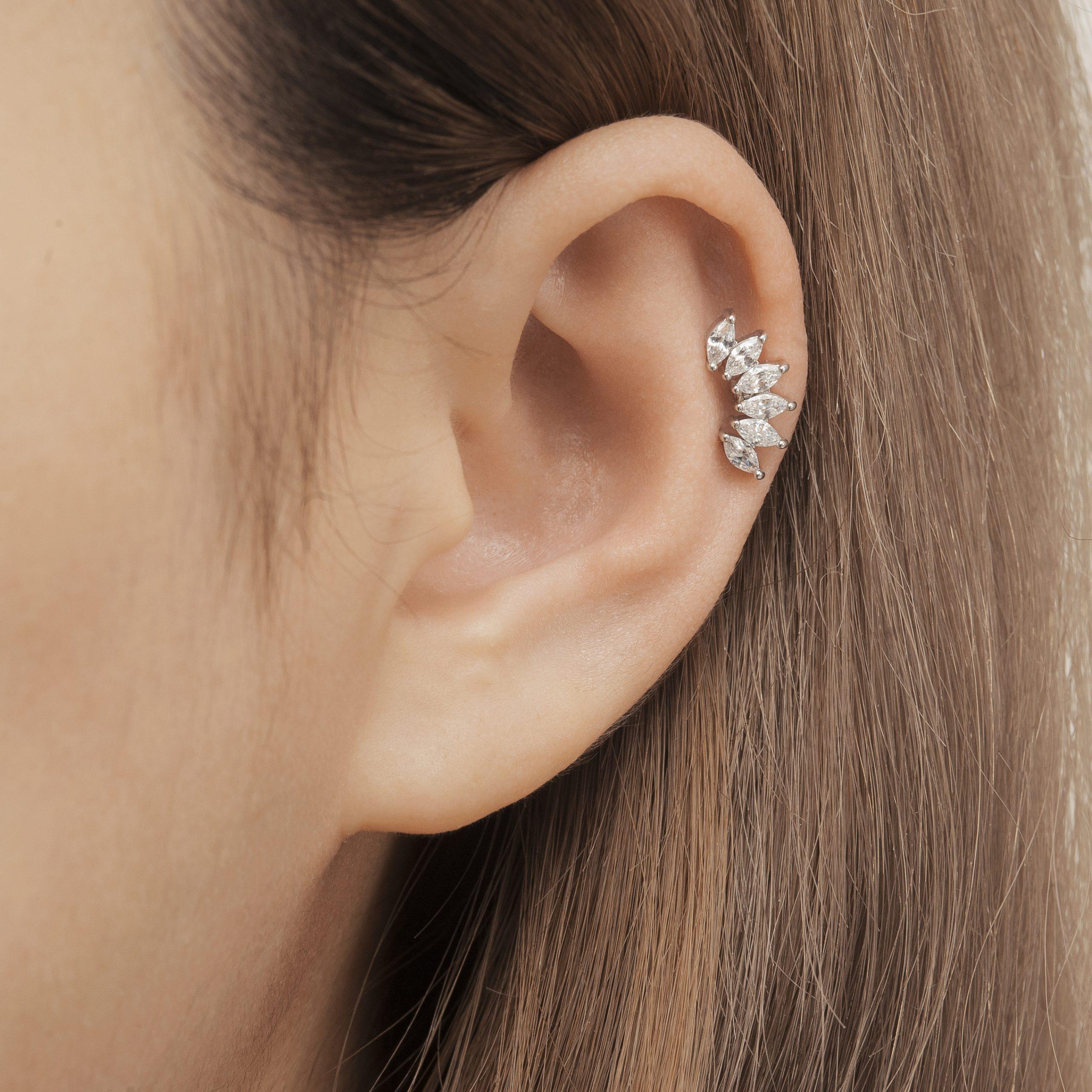 Helix Piercing (xỏ khuyên lỗ sụn vành tai)