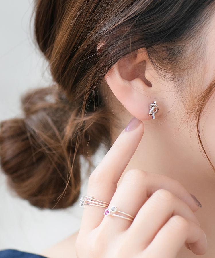 Vệ sinh tai và thay khuyên mới