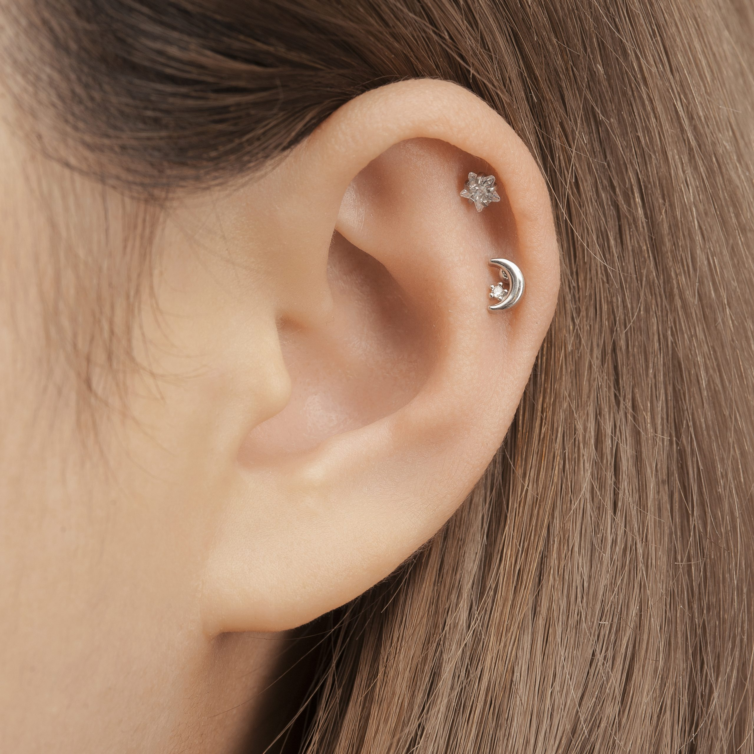 Double Helix Piercing (vị trí xỏ khuyên lỗ đúp sụn vành tai)