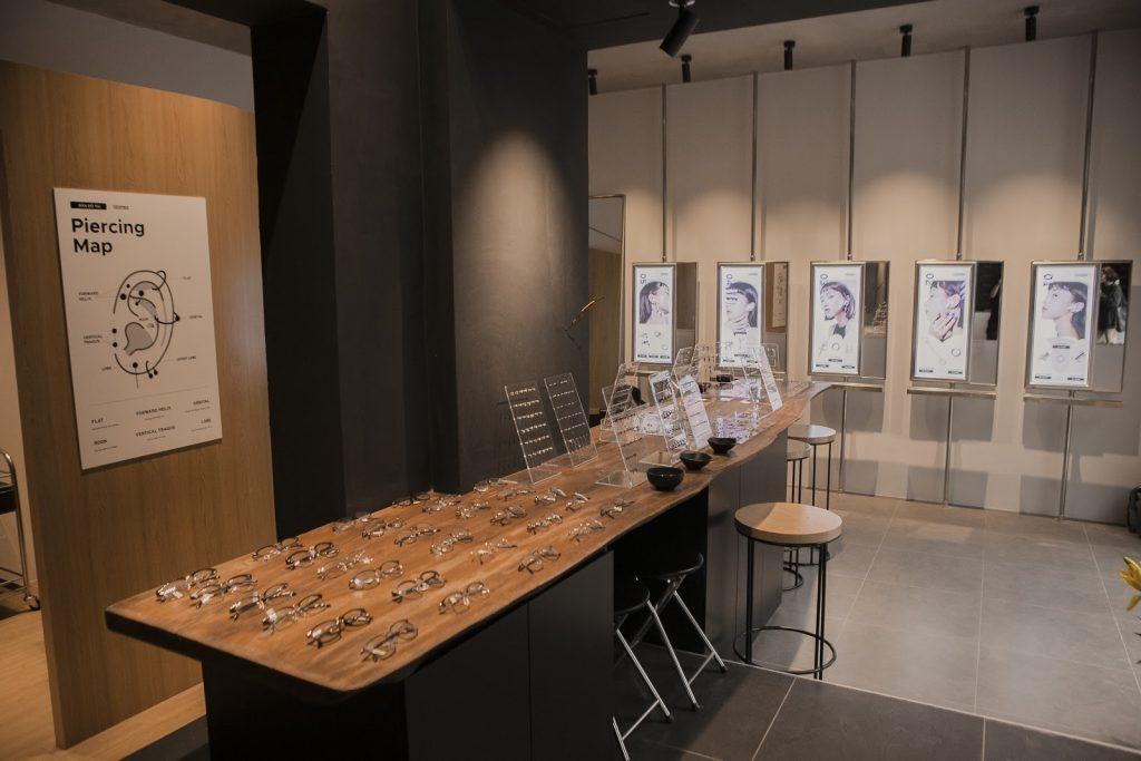 CockStock với không gian rộng rãi, đa dạng sản phẩm cùng đội ngũ Piercer hàng đầu Hà Nội